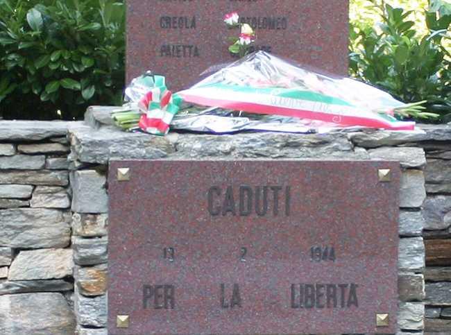 Megolocaduti monumento fiori