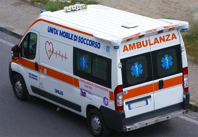 ambulanza vista alto