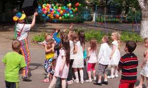 asilo bambini gioco palloncini