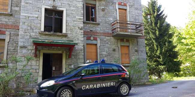 auto carabinieri casa