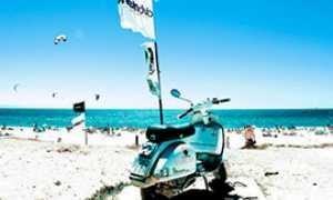 b vespa mare spiaggia