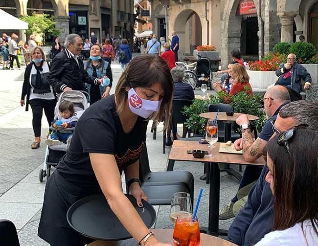 bar piazza mercato aperitivo mascherina 24