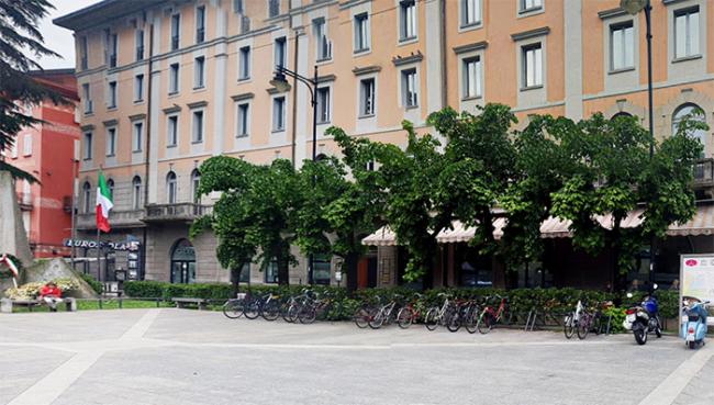 biciclette stazione moderno