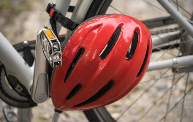 ciclista casco