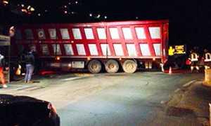 corta camion incastrato piedimulera