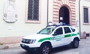 corta polizia municipale sede auto