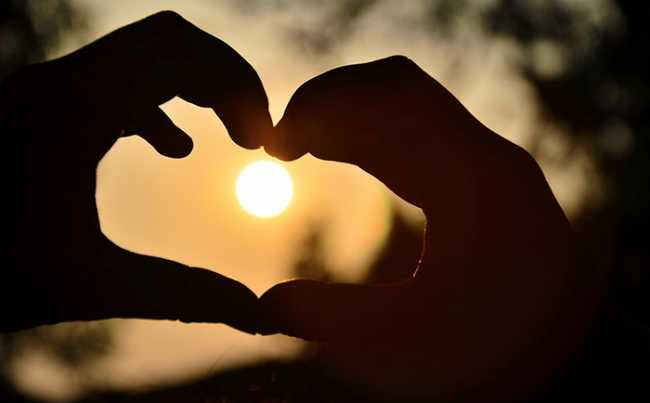 cuore mani sole