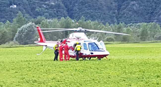elicottero bianco vigili fuoco terra prato