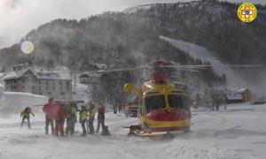 elicottero devero neve uomini
