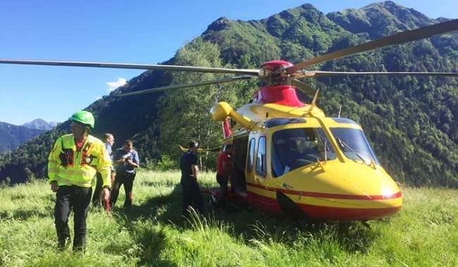 elicottero terra alpe soccorso cc