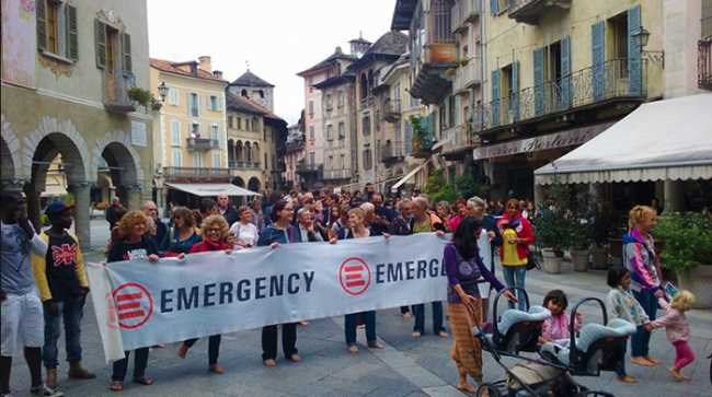 emergency piazza mercato striscione