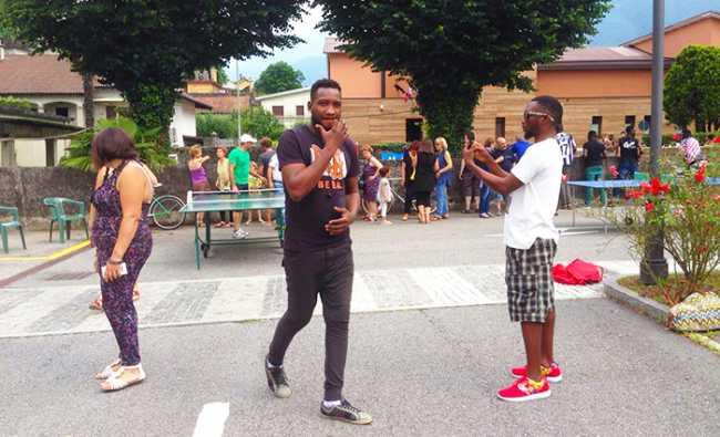 festa migranti profughi vogogna