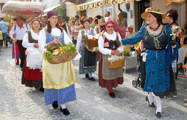 gruppo folk vigezzo done costume
