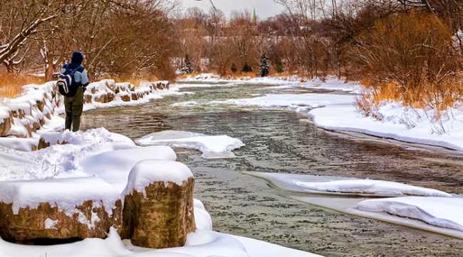 pescatore inverno fiume pesca