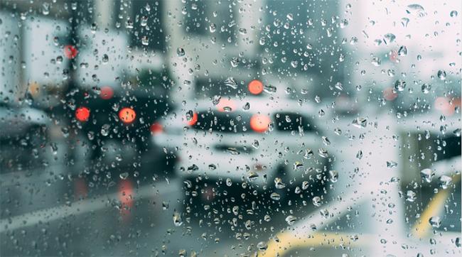 pioggia acqua vetro bagnato
