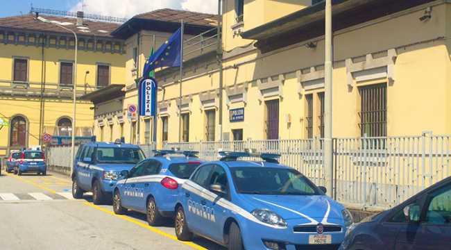 polizia stazione auto fuori