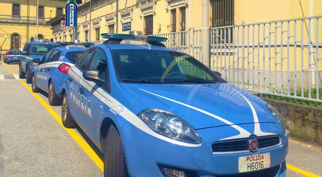 polizia domo stazione bella esterno auto