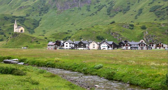 riale chiesa paese formazza case prato