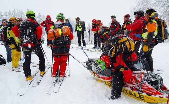 soccorso alpino neve uomini