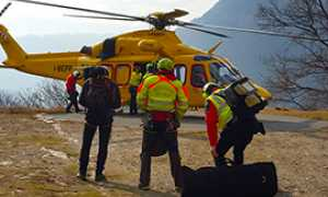 b soccorso 118 elicottero salita spalle
