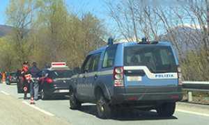 corta auto polizia carabinieri
