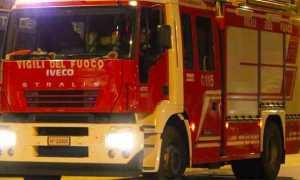 vigili fuoco autopompa notte a